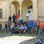 . . . Schlossherrschaft ohne Fahrräder, dafür mit Peter