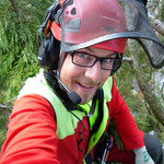 Baumpflegespezialist mit Funk