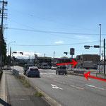 右手にマクドナルドが見えましたらすぐの「武道館前」交差点を右折します。