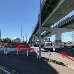 犬山方面から:国道41号線「花塚橋北」交差点を左折します。