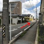 すぐ1本目の交差点を右折すると左手前方に当院が見えます。