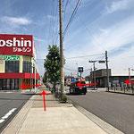 どちらも「郷中一丁目」の信号を「ジョーシン」側へ渡り左へ曲がります。