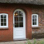 Haustür mit Rundbogen mit extra schmalen Sprossen im Scheibenzwischenraum (SZR)