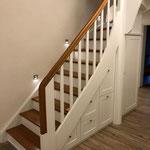 Schrank unter der Treppe bietet viel Stauraum