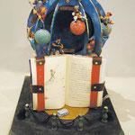作品名◆Le Petit Prince 書 名◆『星の王子様』 著(編)者名◆池澤夏樹 発行所◆集英社 作者名◆福島章人 職 業◆会社員  制作意図・解説     文中「大切な事は目に見えないからね」の一文がある。 本を読まなければ内容も、又読んでも真意がつかめない事も多々ある。 中のストーリーを表現した。