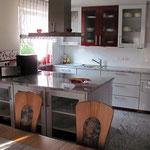 Schmutzunempfindlicher Granit als Küchenboden und Arbeitsplatte