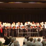 """Frauen- und Männerchor Maisprach als Gemischter Chor eröffnet den Abend mit einem Baselbieterlied (""""Gottwillche"""")"""