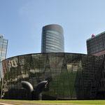 Die Stadt- und Landesbibliothek mit RWE Tower