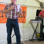 Der Vereinsvorsitzende, Gartenfreund Rainer Leonhardt, eröffnet das Fest ...