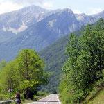 Abfahrt zum Lago di Barrea mit Blick auf die M. della Meta