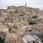 bis in die Sassi-Stadt Matera