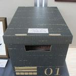 ⑪ご記入頂きました後はこの黒いボックスの投函口へ。実は某¥100ショップのシューズボックス商品をひと工夫^_^;