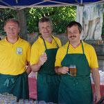 Poldi, Leo und Erich sorgen für kühle Getränke