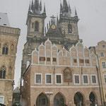 Blick auf die Teynkirche (im Hintergrund)