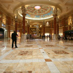 glänzende Hotelhallenböden sind Standard in Las Vegas