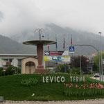 wolkenverhangenes Levico