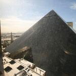 Blick von unserem Hotelzimmer auf die Pyramide