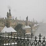 Karlsbrücke im Schneegestöber - auch auf dem Objektiv