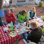 Essen gabs genug - die Jacken zeigen: Temperatur könnte höher sein
