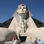 Die Sphinx wacht am Luxor Hotel