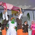"""Buwespitze"" Schisselhockern aus Wiesenbach, Tanz ""Shrek"""