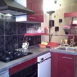 Cuisine équipée, lave vaisselle, micro-onde,lave lingeet séche linge, appareil a raclette et fondue, toaster, cafetiére électrique programable,frigo et conservateur, four electrique ventillé et plaque de cuisson 4 feux gaz