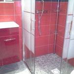 Salle de bain, douche a l'italienne,séche cheveux, gel douche et savon à votre disposition gratuitement