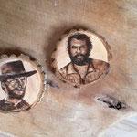 Clint Eastwood & Bud Spencer, Brennkolben auf Holzscheibe