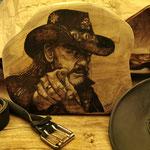"""""""Lemmy"""", Brennkolben auf Teakholz"""