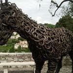 Ein Pferd in St. Paul-de-Vence nur aus Hufeisen
