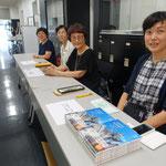 法政大学建築同窓会の方々と、陣内秀信研究室の後輩の岩井桃子さんが販売してくれた書籍は完売