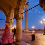 カーニヴァルの広場のイベントが中止され、ひっそりとしたパラッツォ・デゥカーレ前