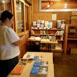 ポレポレ東中野では、書籍販売とお配りしたイタリア産ペコリーノ・サルドとサラミやスナック