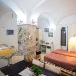 中世の柱が残る室内(ピエール・ルイージさんの宿)
