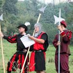 Unerbittlich: Die Kommandeure um Generalmajor von Bönninghausen (M.) verfolgen das Geschehen.