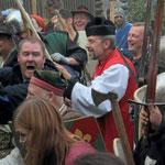 Dank geistlichen Beistands erwiesen sich die Verteidiger als die Stärkeren. Schwerter, Äxte und Dreschflegel kamen (vorsichtig) zum Einsatz.