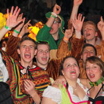 Im Anschluss an das stimmungsgeladene Bühnenprogramm stieg beim Narrentanz eine rauschende Karnevalsparty.