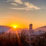 Aus der Gartensiedlung Schweizer Höhe kann man im Sommer perfekt den Sonnenaufgang über Jena beobachten.