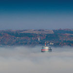 Der Jentower guckt aus dem Nebel