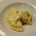 Ravioli und Tortellini auf Roter-Rüben-Butter