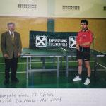 Übergabe eines TT-Tisches durch Dir. Maslo an Obmann Koberger im Jahr 2001