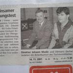 Dir.Maslo und Obmann Koberger bei der Übergabe des TT-Tisches - 2001