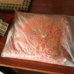 新築祝いで頂いたかぶとの敷物。袋が汚れていたので外したら新品同様綺麗でした。