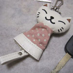 のびのび猫のキーカバー 白