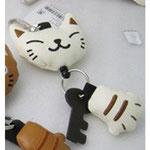 のびのび猫のキーホルダー 白