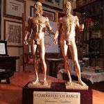La bellissima coppia delle statuette del Premio.