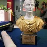 """Lecce (Italia), 30 giugno 2018. Grand Hotel President, Sala Apulia. La prestigiosa statuetta del Premio Internazionale d'Arte """"Giulio Cesare"""".  (ItalPhoto  Mesagne)"""