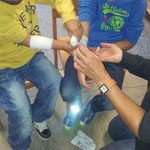 Schüler üben Erste Hilfe
