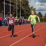 Endspurt 800m... Amelie läuft in der AK W10 mit 3:17,08 auf Platz 3 !