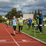 Viktoria läuft mit einer Zeit von 2:55,88 auf Platz 2